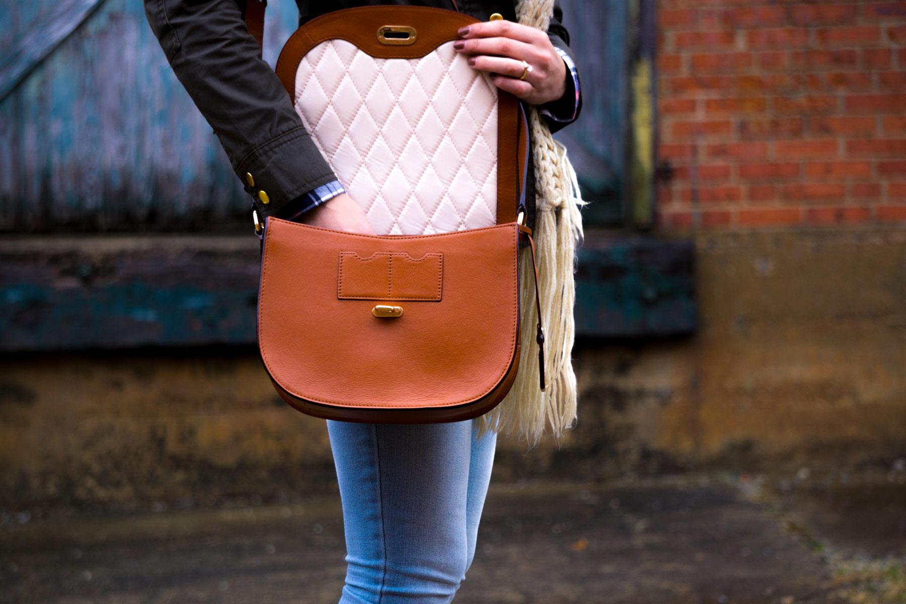 Sachen aus der Handtasche gehören auch in die Wickeltasche